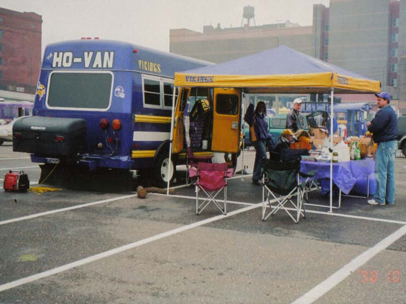 Vikings fans tailgate with StowAway Standard Carrier