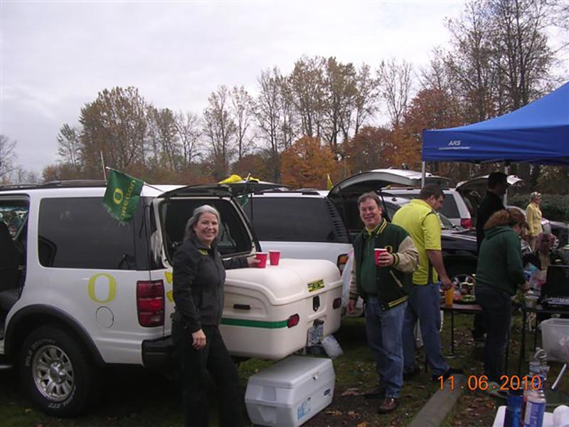 Oregon Duck fans show their spirit with StowAway MAX Carrier and green reflectors