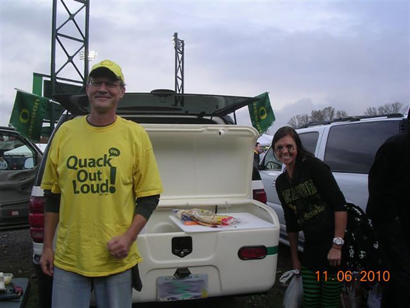 Oregon Duck fans pose in front of their StowAway MAX Carrier